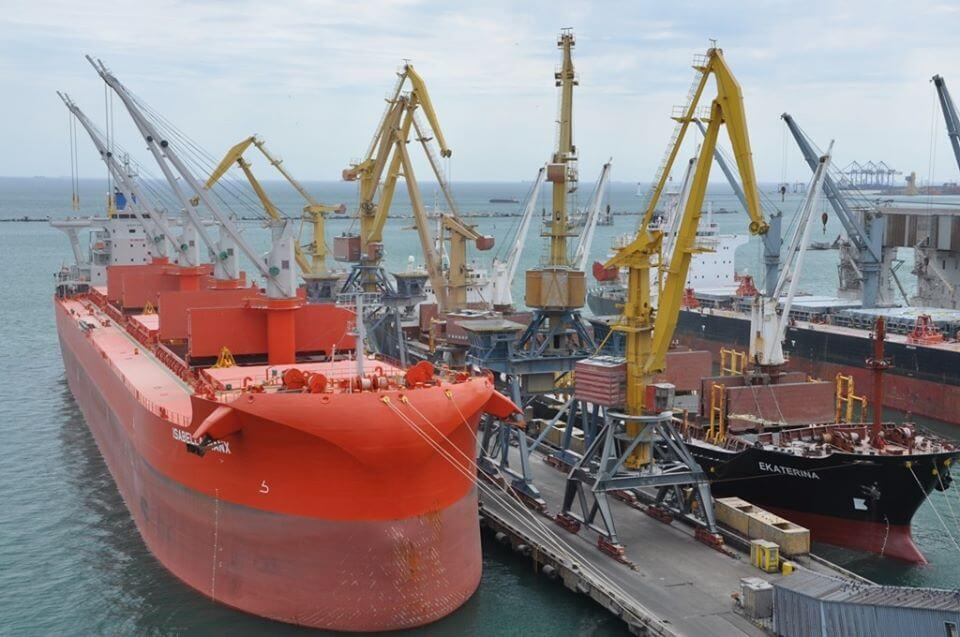 Two grain bulk carriers handled in Odessa Sea Port at the same time